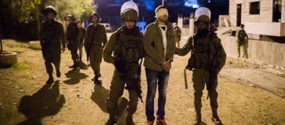 الاحتلال يعتقل 12مواطنًا فلسطينيًا في الضفة