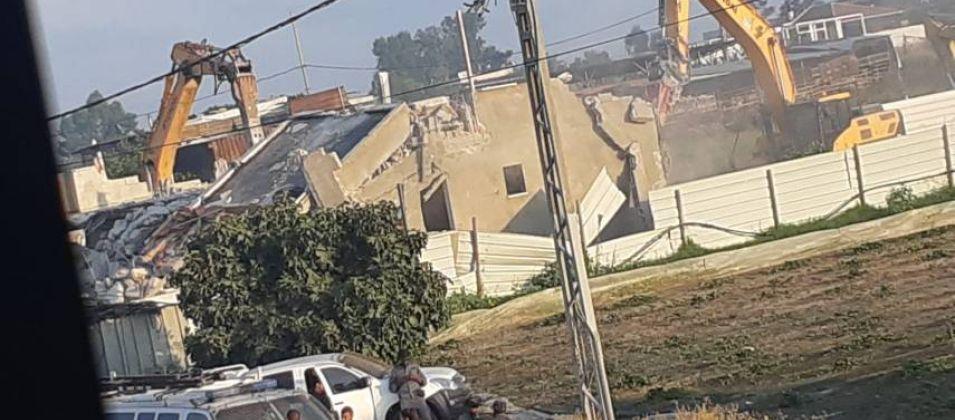 شرطة الاحتلال تتجول حول 3 منازل مهددة بالهدم الفوري في قلنسوة